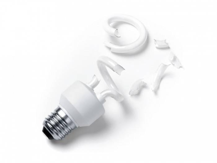 Разбилась энергосберегающая лампочка