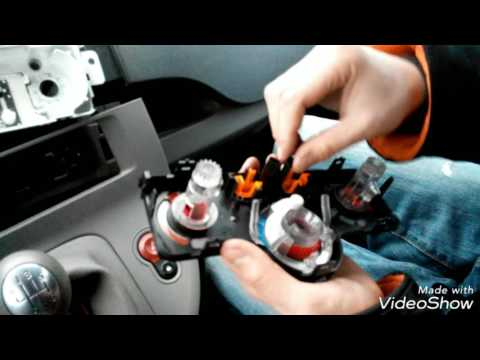 Рено логан замена лампочки подсветки печки (видео)