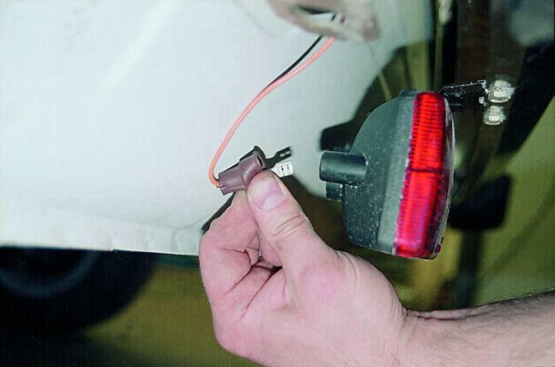 Замена лампы противотуманной фары приора