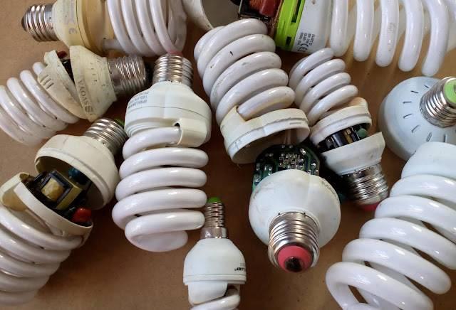 Разбилась лампочка энергосберегающая: что делать?