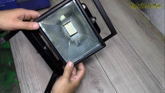 Однолучевой зенитный прожектор своими руками