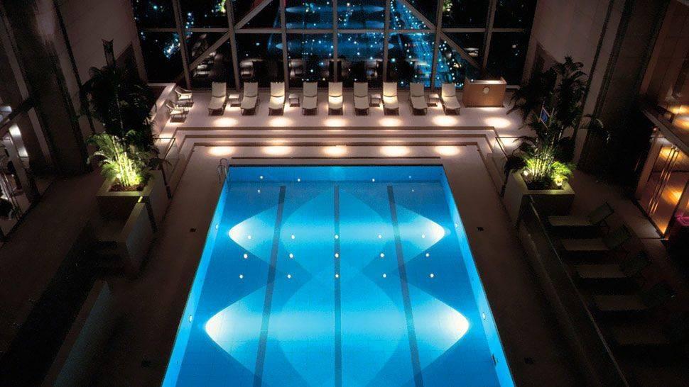Освещение бассейна — выбрать освещение для бассейнов в помещениях и на улице, подводное освещение