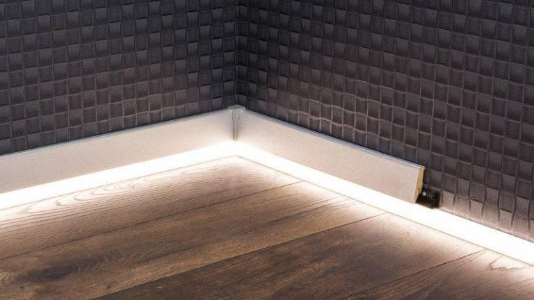Как сделать подсветку потолка по периметру с помощью плинтуса для светодиодной ленты