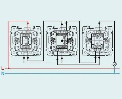 Как подключить двухклавишный выключатель легранд: схема, проходной, перекрестный