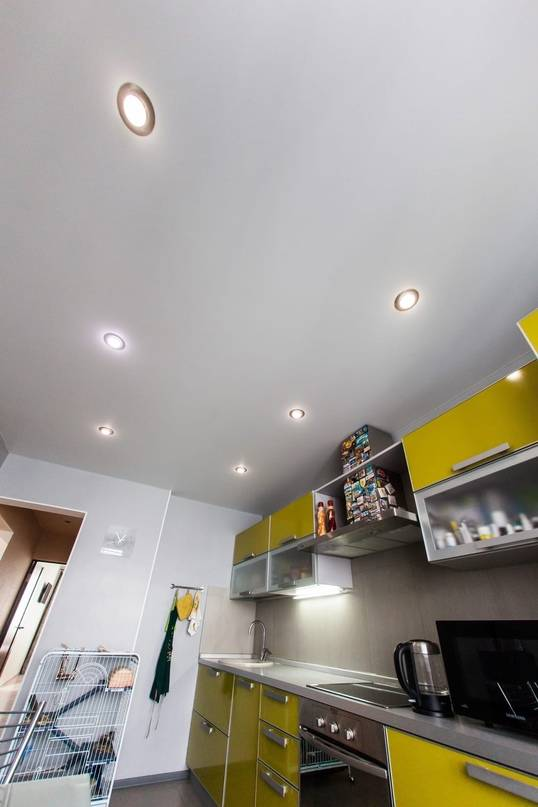 Схемы расположения точечных светильников на натяжном потолке в разных помещениях