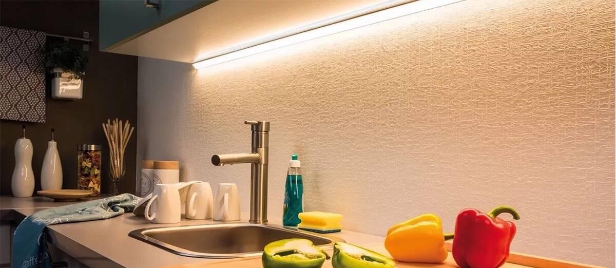 Подсветка для кухни под шкафы – варианты со светодиодной лентой