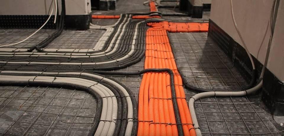 Монтаж электропроводки под полом, особенности прокладки под различными типами покрытий