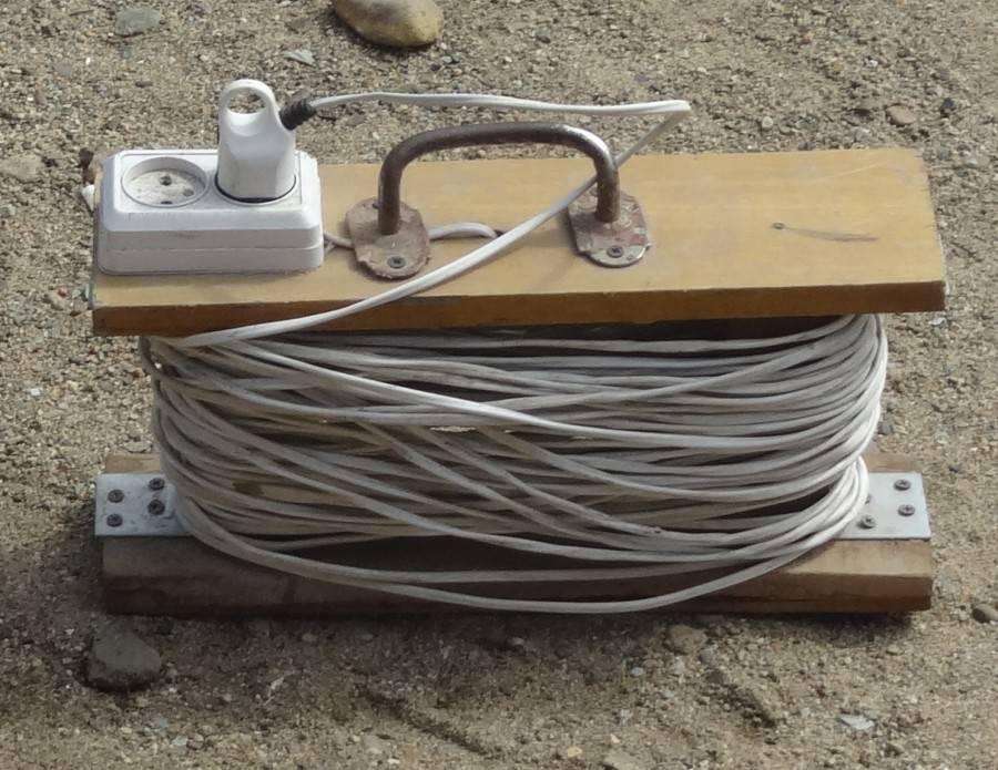 Устали постоянно путаться в проводах? ⚡ просто сделайте катушку для удлинителя из пластиковой канистры?