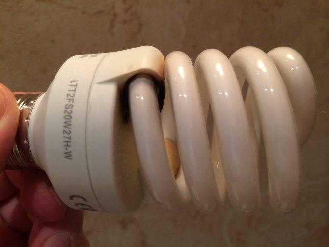 Разбилась энергосберегающая лампочка — что делать