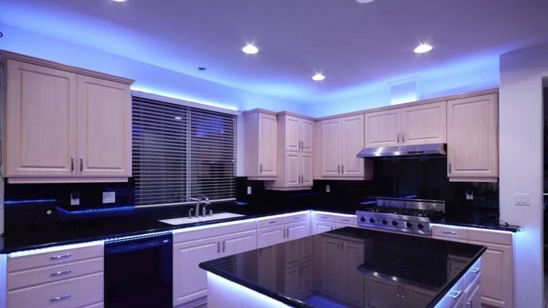 Cветодиодная подсветка под шкафы для кухни: секреты монтажа