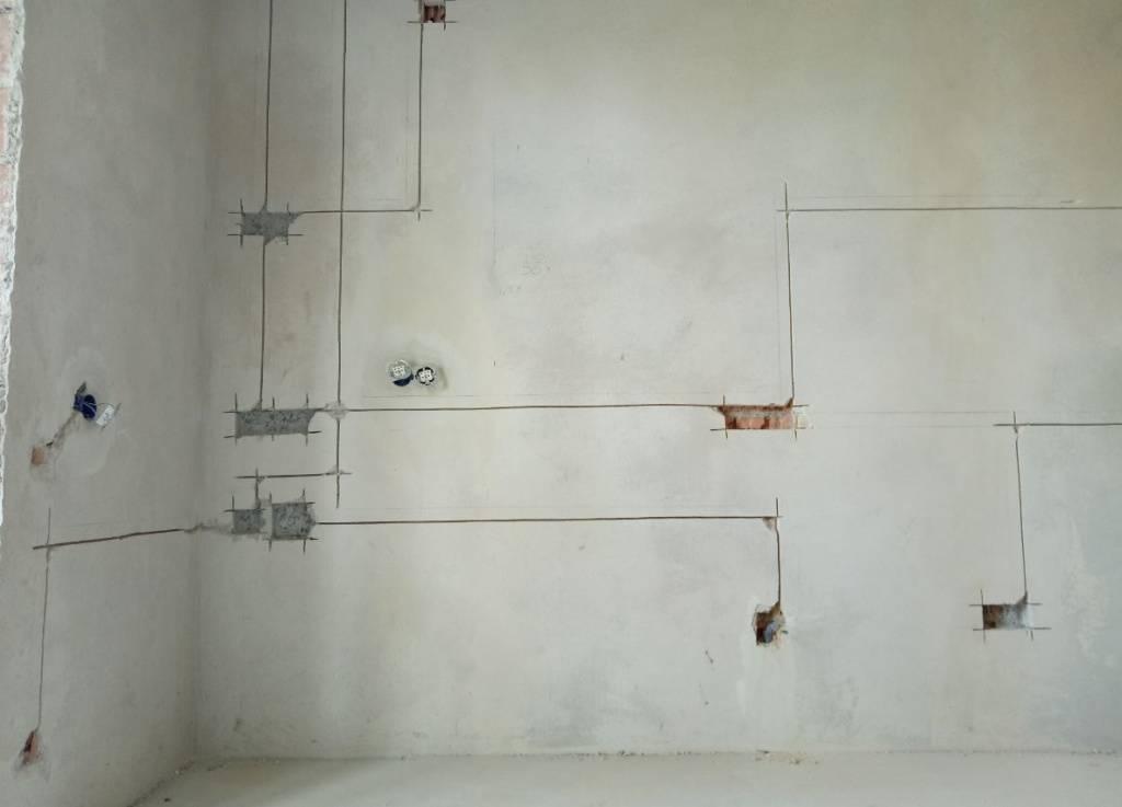 Как правильно штробить стены под электропроводку