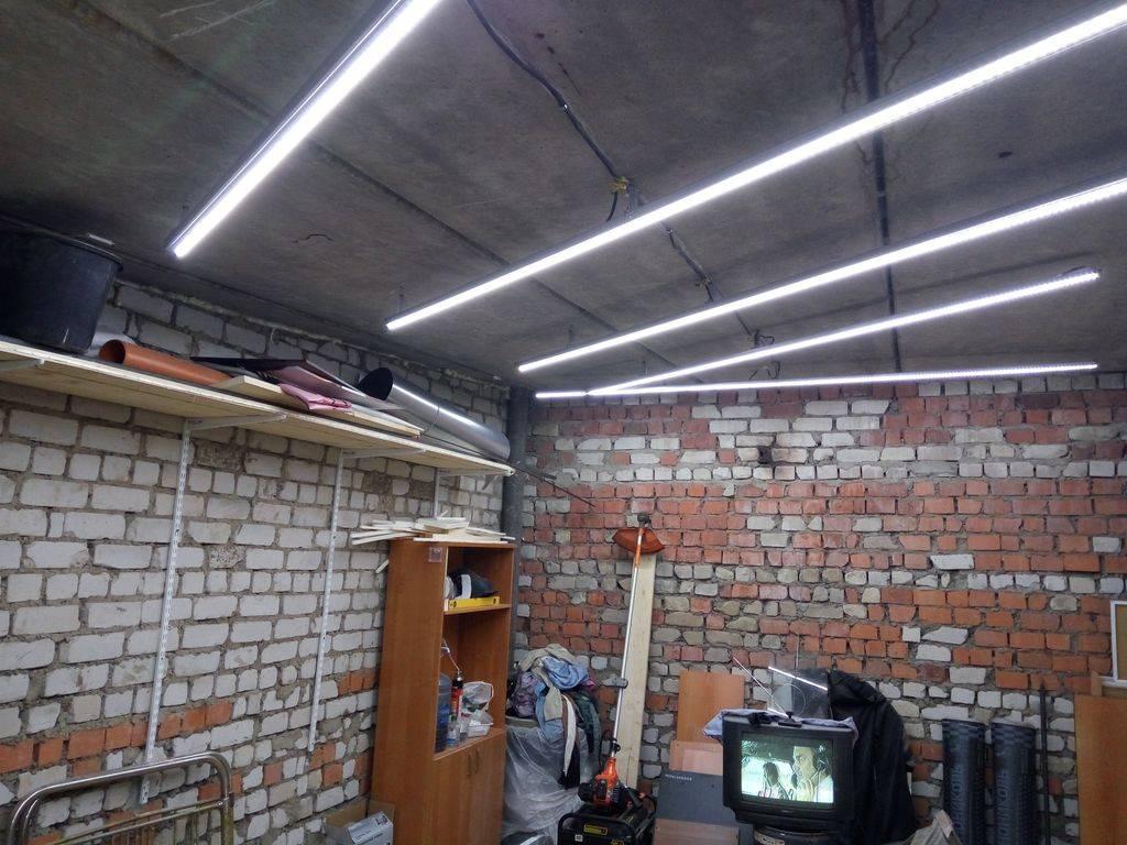 Светодиодные лампы и ленты для освещения гаража: как рассчитать мощность?