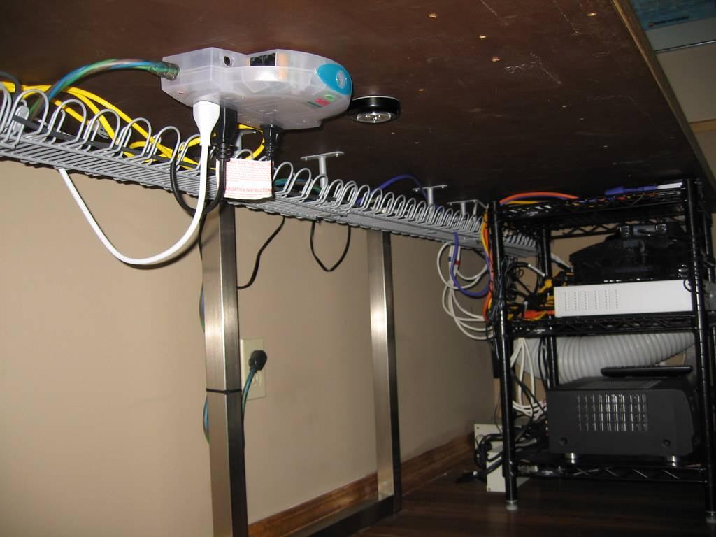 Как спрятать провода на стене красиво