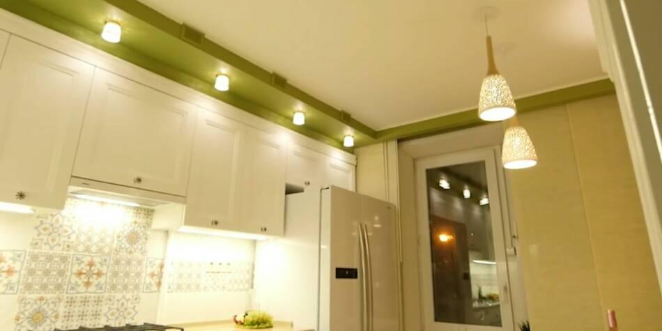 Как расположить светильники на натяжном потолке: споты, лампочки, расположение в зале, спальне, на кухне, варианты размещения, схема