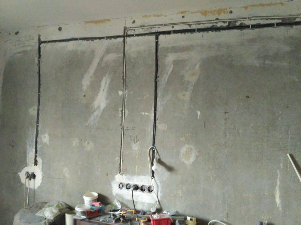 Как штробить кирпичную стену