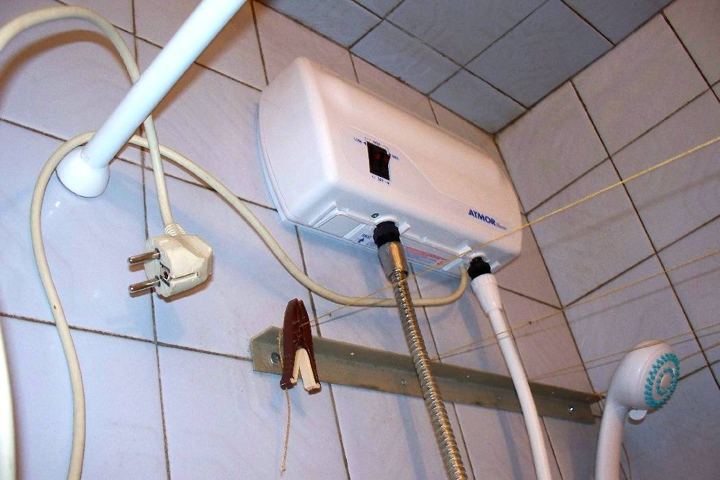 Устанавливаем электрический проточный водонагреватель своими руками