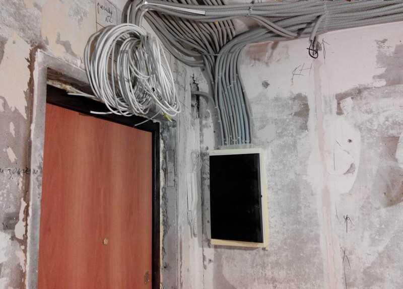 Прокладка кабеля в гофре - ошибки и правила. когда гофра экономит. затраты, характеристики, подбор диаметра, тип гофрорукава.
