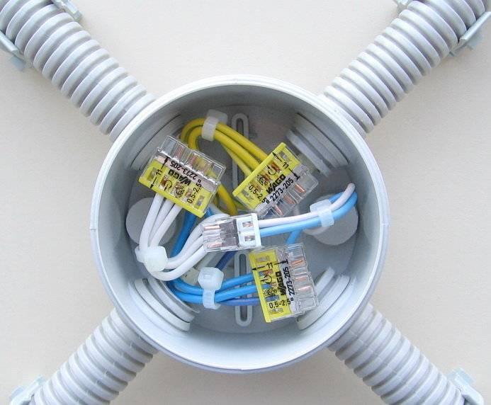 Как соединить провода в распределительной коробке
