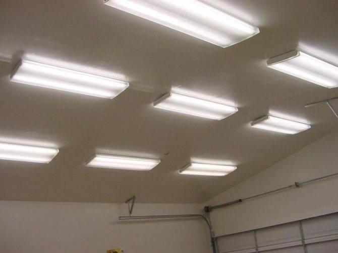 Светодиодные светильники для гаража: потолочные и настенные варианты для подключения к сети и на батарейках, как выбрать лед-лампы в гаражные плафоны