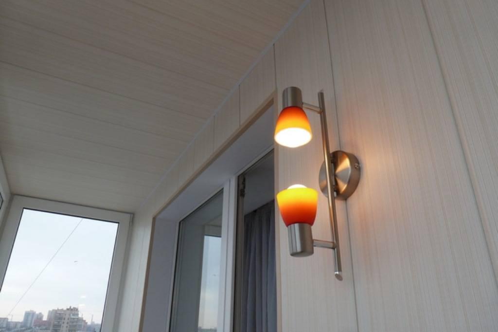 Организация освещения на балконе: свежие идеи, подготовка и монтаж