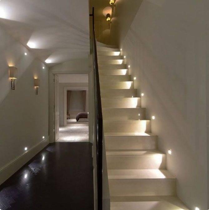Освещение лестниц на второй этаж в частном доме: фото, варианты естественного и искусственного освещения