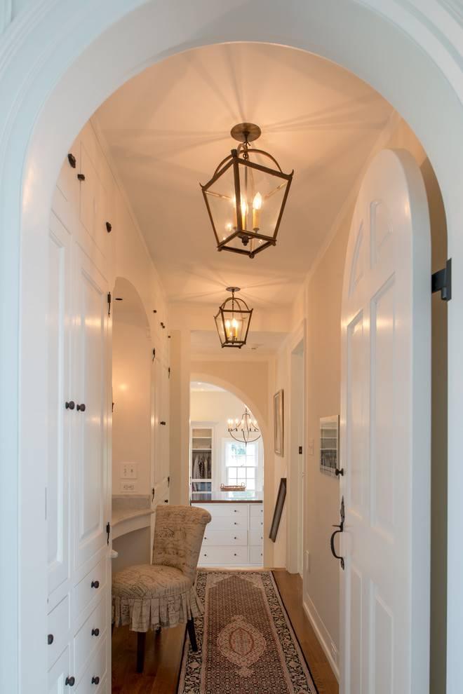 Люстра в прихожей или в коридоре: можно ли крепить длинную люстру или лучше выбрать «г»-образный вариант освещения, примеры, что повесить над входной дверью