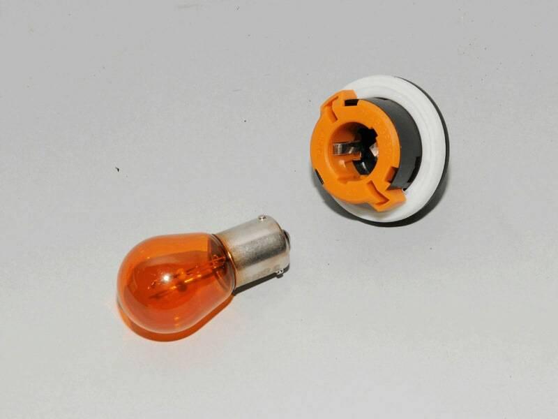 Как заменить лампы ближнего света, габаритов и поворота в renault sandero - авто мастеру
