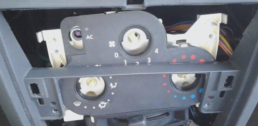 Замена лампочек подсветки печки — renault logan, л., года на drive2