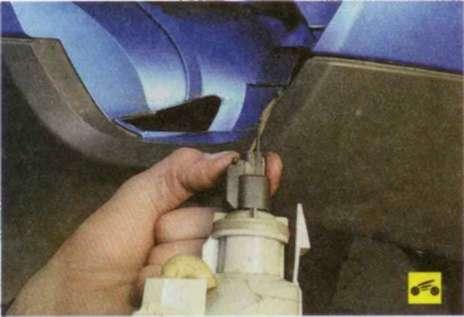 Замена лампы противотуманной фары приора пошагово