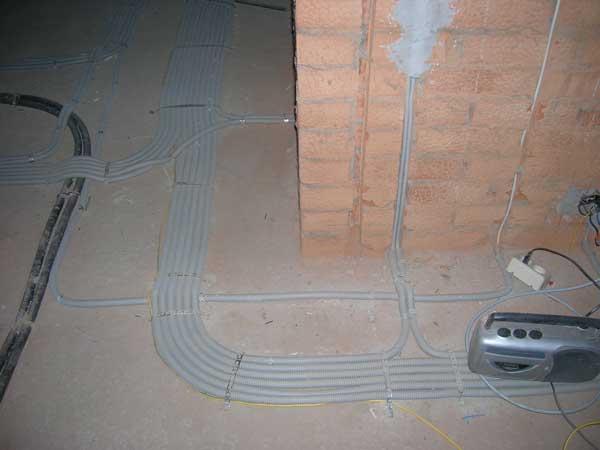 Прокладка кабеля в полу в доме, в квартире: правила разводки