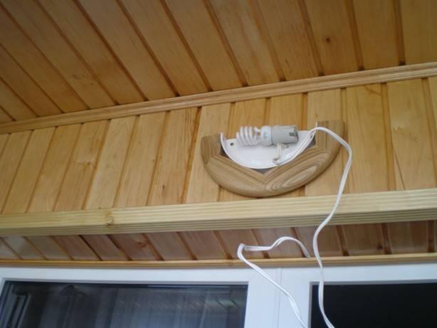 Как провести электричество на балкон – 2 простых способа