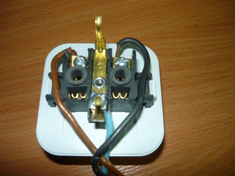 Как установить и подключить дополнительную розетку к открытой электропроводке