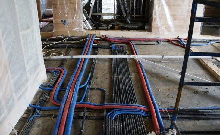 Электрическая проводка в полу под стяжкой в деревянном доме
