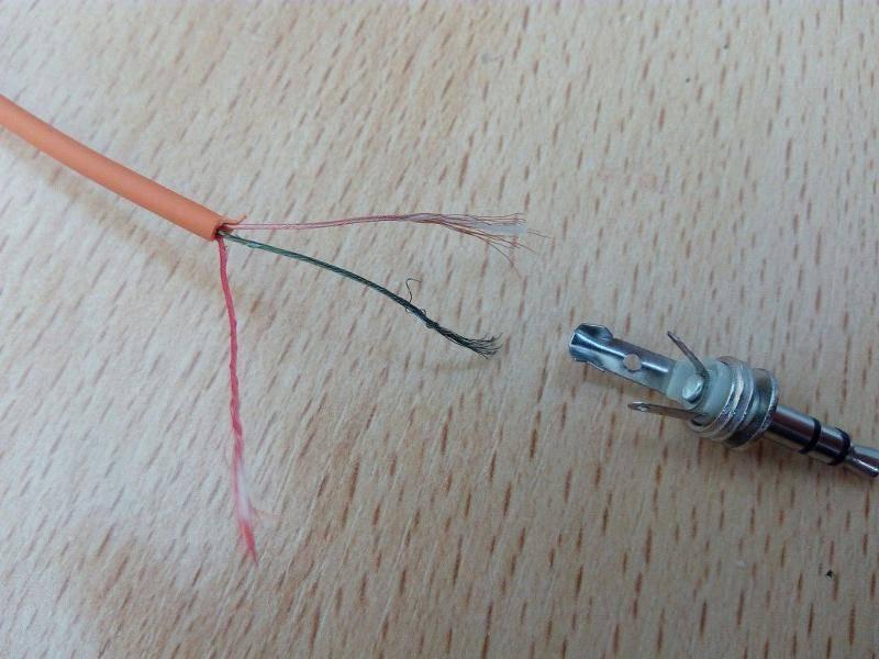 Ремонт порванных проводов в наушниках
