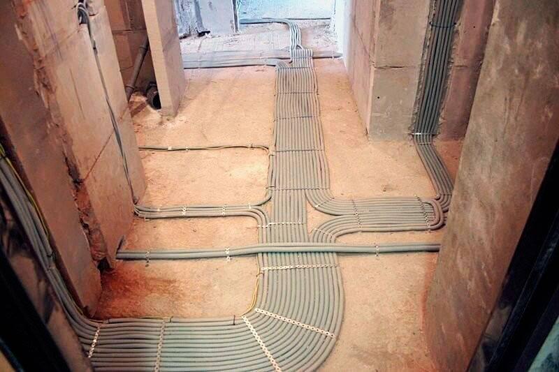 Монтаж электропроводки в полу под стяжкой, установка в квартире