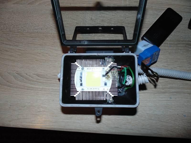 Как подключить светодиод к 220в: резистор, конденсатор, способы подключения