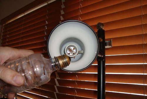 Как выкрутить цоколь лампочки из патрона
