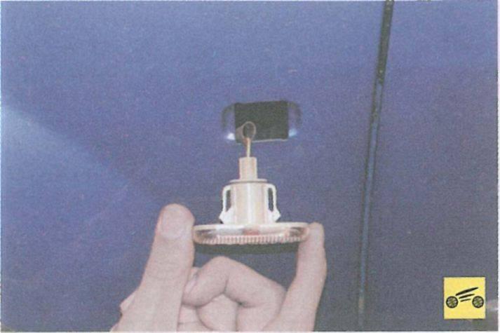 Как заменить лампочки габаритов и поворотников на renault sandero