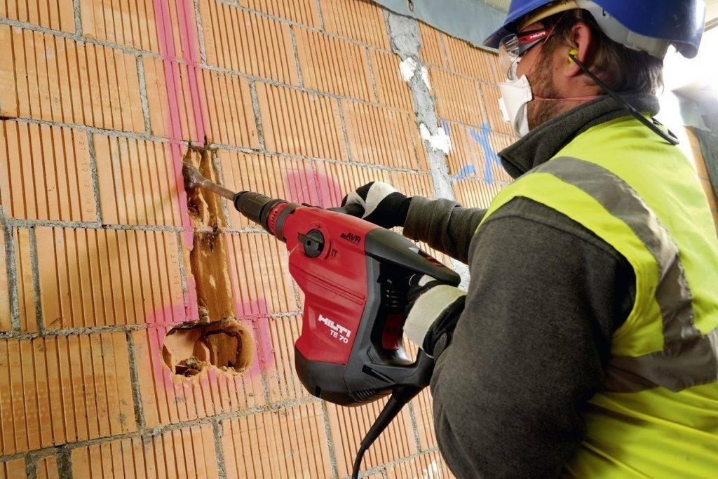 Как правильно штробить стену под проводку в панельном доме: главные правила безопасности