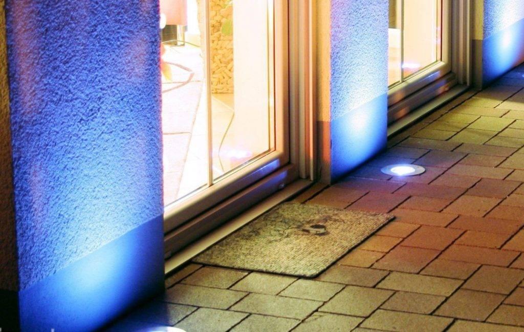 Как сделать свет на балконе: открытая и скрытая проводка, освещение без электричества