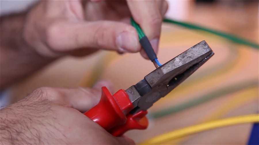 Зачистка проводов: инструмент, тонкие провода, быстро снять изоляцию