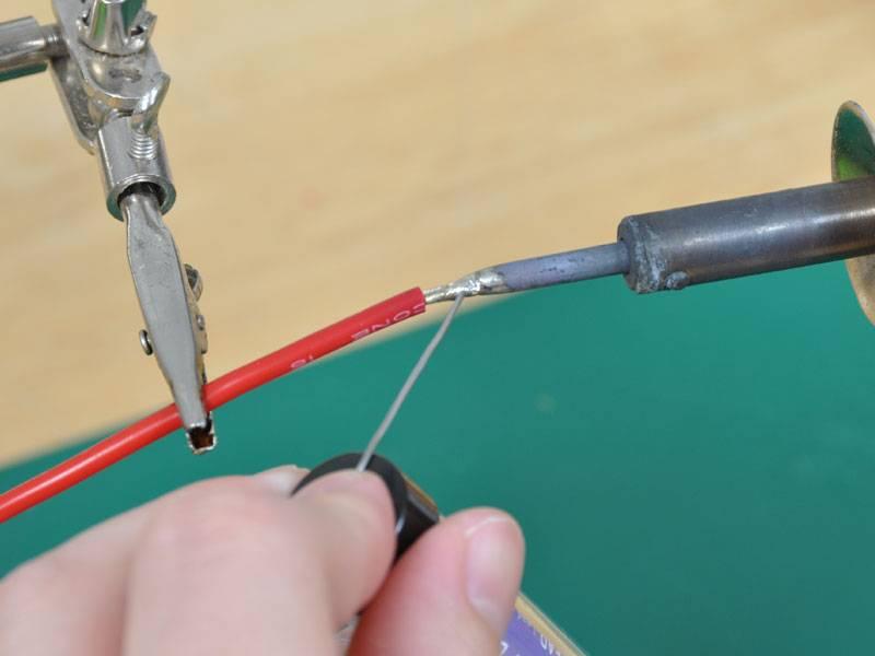 Как правильно запаять скрутку медных проводов паяльником между собой: какой припой лучше использовать для соединения