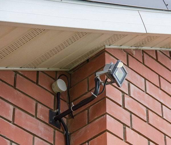 Крепление проектора к потолку: нюансы установки кронштейна своими руками
