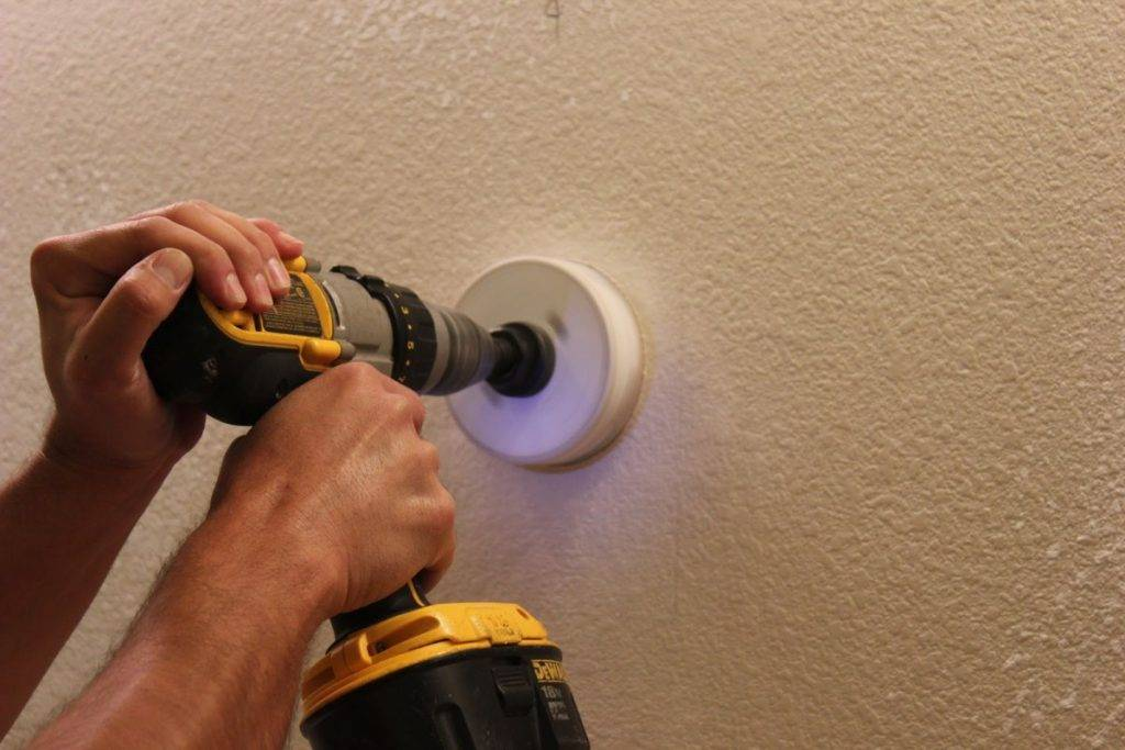Установка розеток своими руками в квартире: как сделать правильный монтаж, чтобы не вываливалось из стены? пошаговая инструкция по установке одинарной или двойной розетки