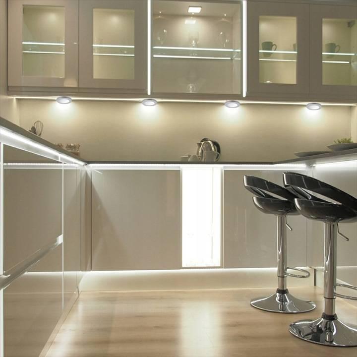 Освещение в кухне гостиной: разные варианты зонирования пространства светом   дизайн и фото