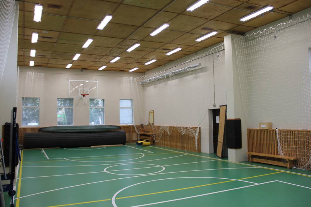 Светодиодные светильники для спортзала: требования, расчет и преимущества