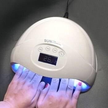 Лампа для сушки ногтей: как пользоваться, вред