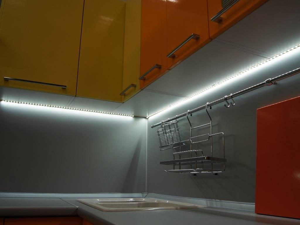 Подсветка для кухни под шкафы: какую выбрать, как сделать светодиодной лентой