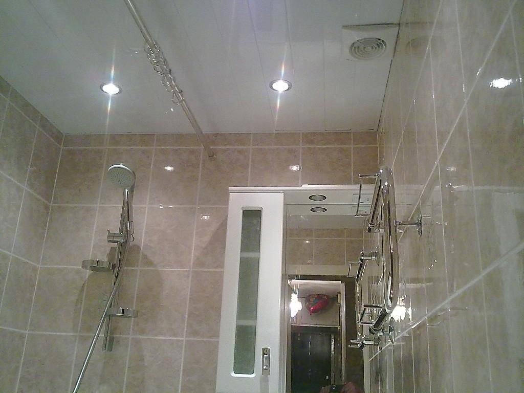 Ошибки  и правила расположения точечных светильников на потолке - на кухне, в спальне, в зале, в ванной, в детской.