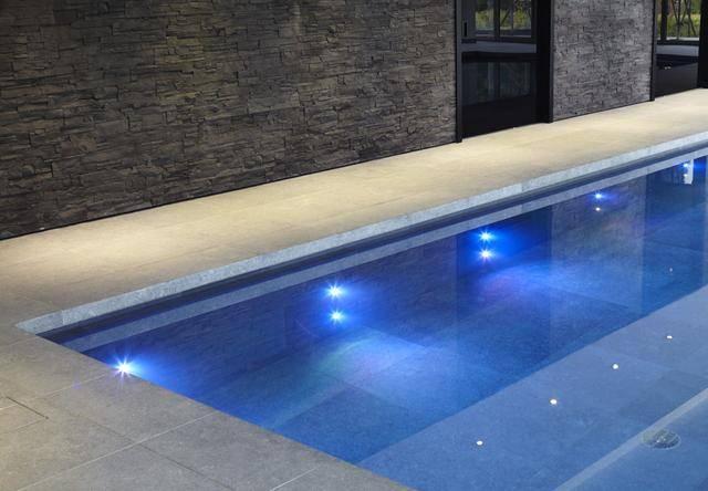 Подсветка для бассейна: выбор светильников, варианты освещения и способы установки